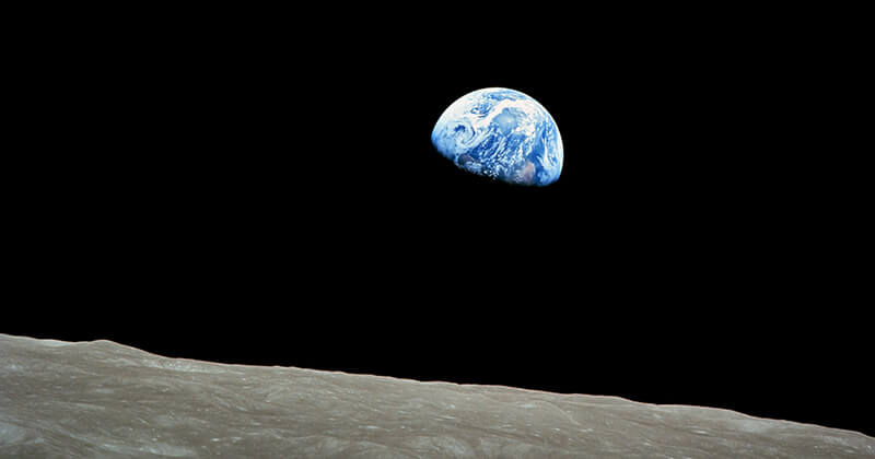 Apollo 8 views an Earthrise for the first time